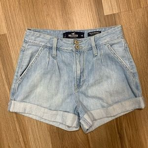 """Hollister High-Rise Mom Shorts 3"""" Size 3"""